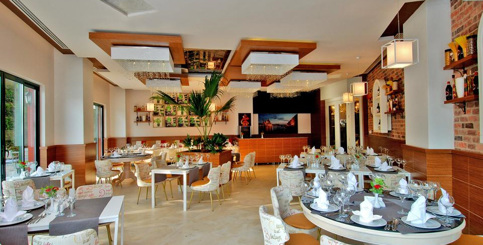 Delphin Deluxe Hotel