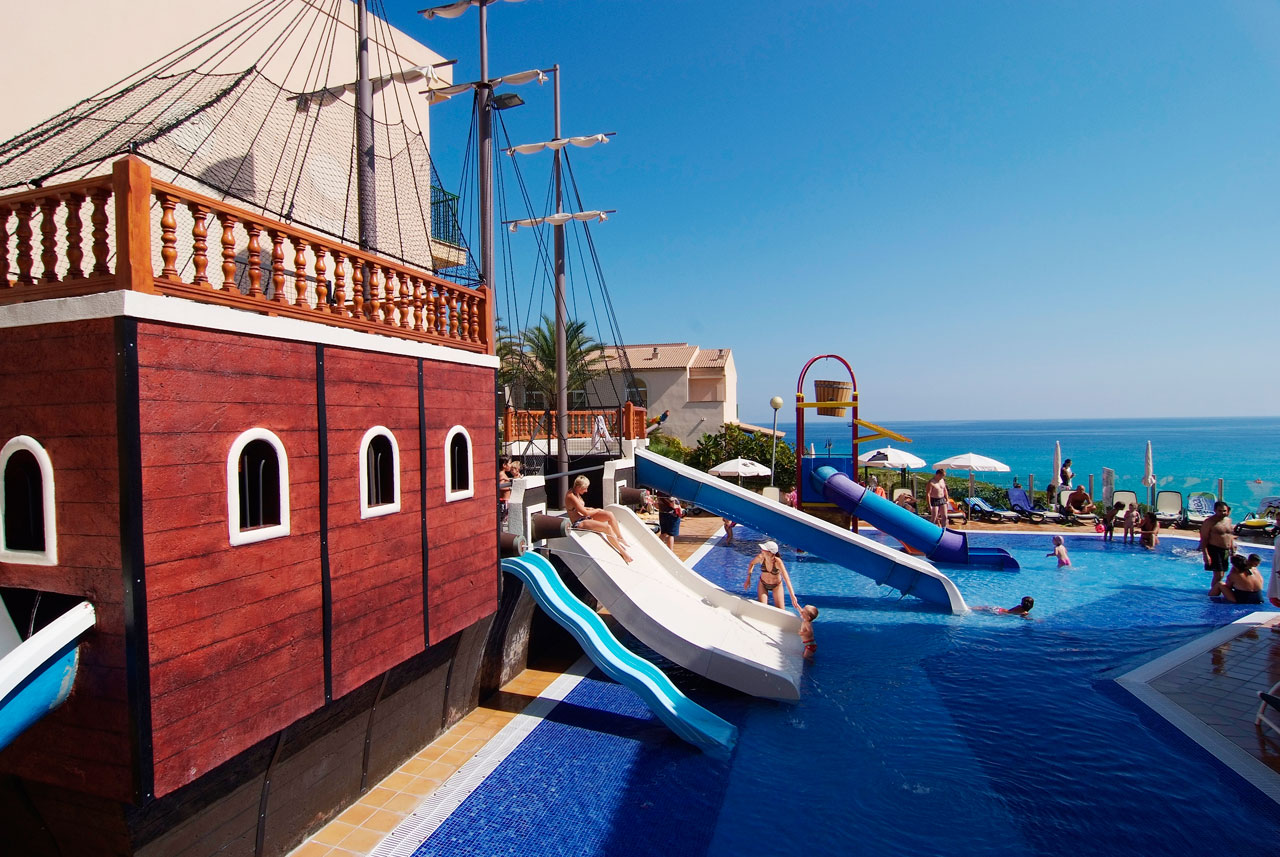 Majorca holidays and hotels with onsite water park aqua for Independent hotels near me