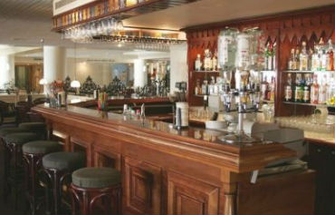Hotel Queens Bay